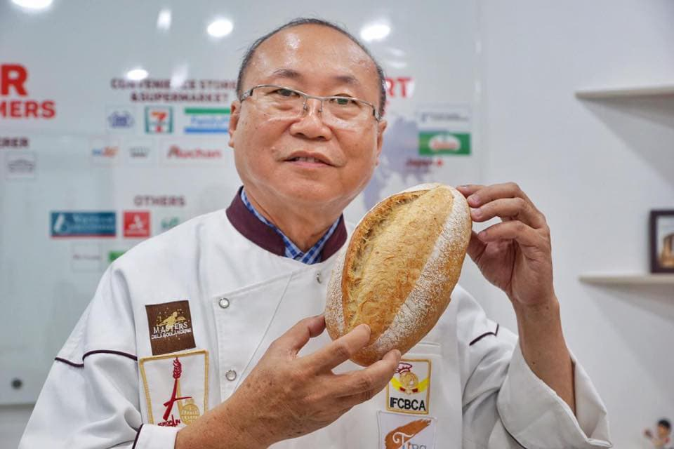 Vua bánh mì Kao Siêu Lực làm bánh mì thanh long, mở hướng mới giải cứu nông sản