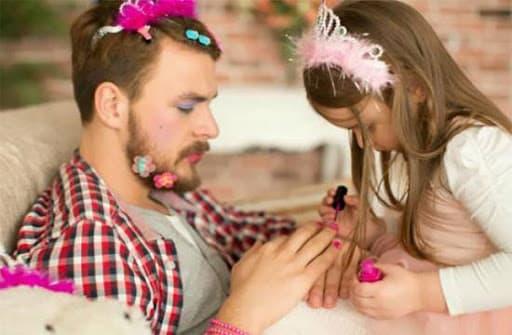 20 cách đơn giản giúp bố mẹ trở nên vui vẻ trong mắt con