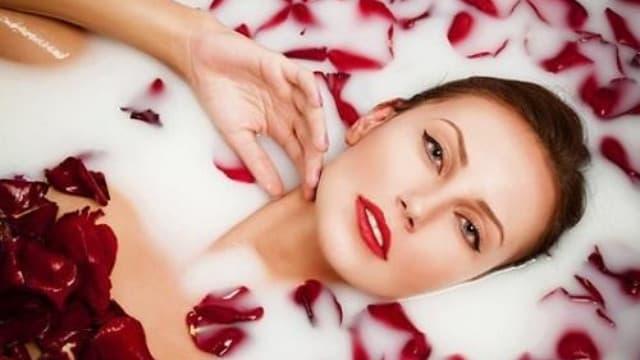 Bước chăm sóc da mặt hàng ngày tại nhà