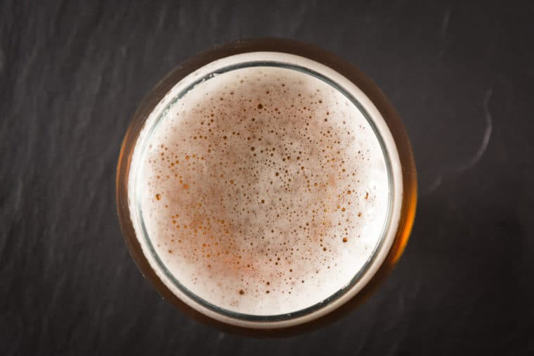 cách làm trắng da tại nhà bằng bia