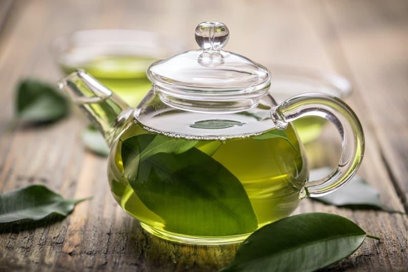 Những ai không nên uống trà xanh?