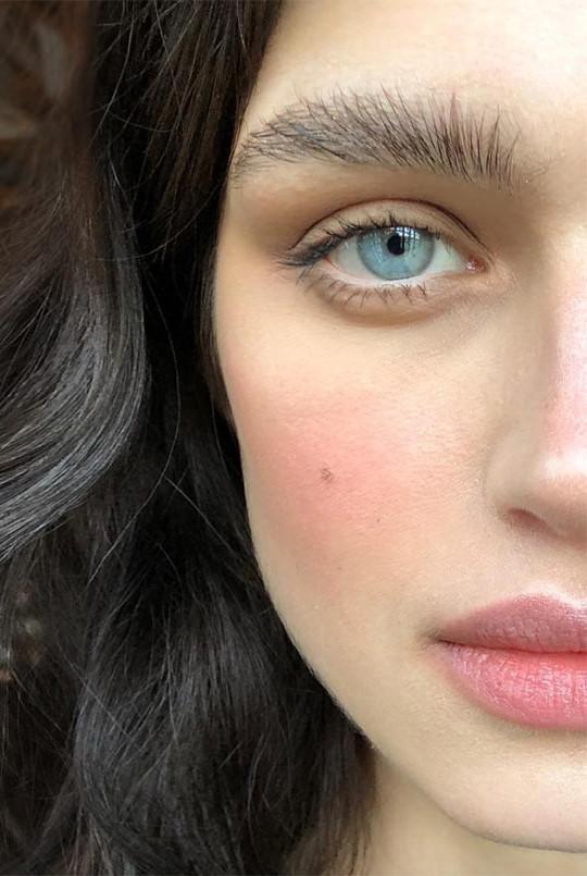 Xu hướng  mascara trong suốt với những tín đồ thích trang điểm
