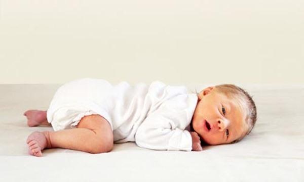 Khi nằm sấp, bé bị rất nhiều áp lực lên bụng và cơ hoành ngực.
