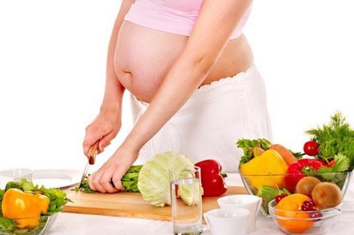 Các mẹ nên ăn uống lành mạnh, đủ nhóm dinh dưỡng