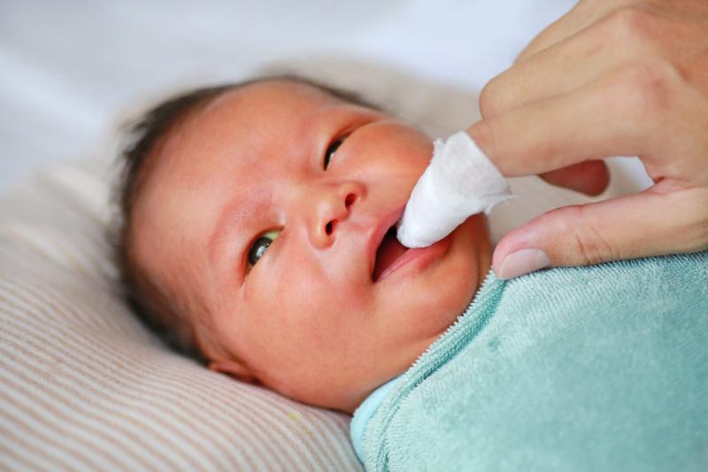 Chăm sóc da, mắt, lưỡi, mũi cho trẻ