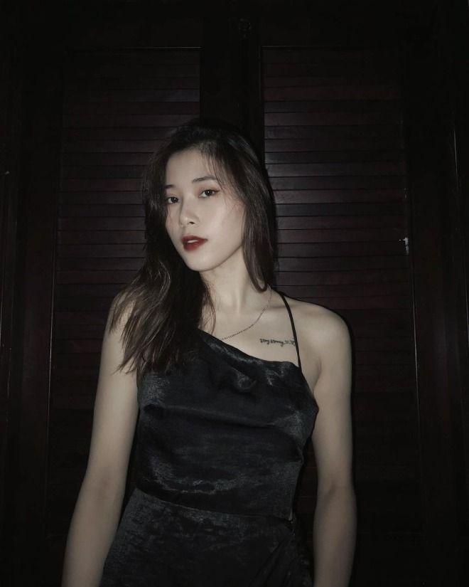 Hot girl bóng chuyền Thu Huyền khoe lưng trần nóng bỏng