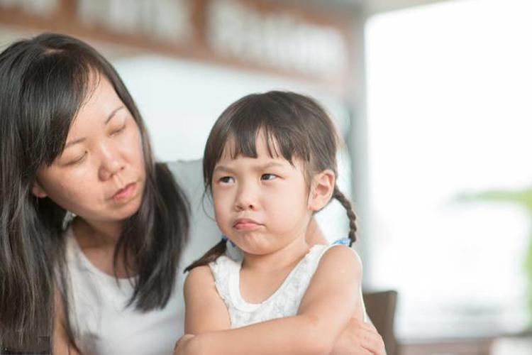 Trẻ có EQ thấp trong tương lai dễ trở thành người cô đơn, không biết vượt qua thất bại.
