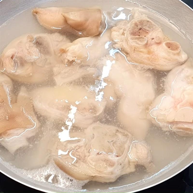 Hầm món ăn Giò heo hầm củ cải muối
