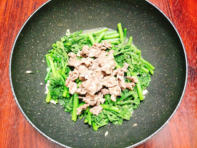 món rau bí xào thịt bò