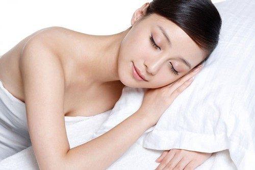 Mặt nạ ngủ là gì? Các tác dụng của mặt nạ ngủ