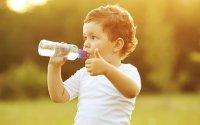 Phòng chống mất nước cho bé vào mùa nóng
