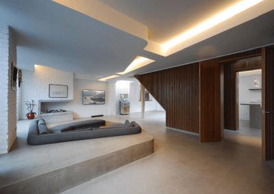 Không gian độc đáo của ngôi nhà có phòng khách được thiết kế chìm