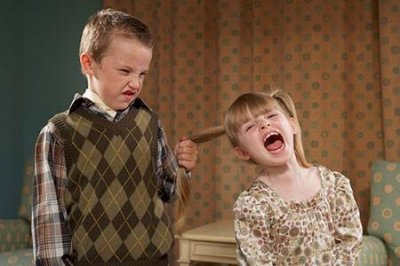 Lỗi của cha mẹ vô tình khiến các con ganh ghét nhau