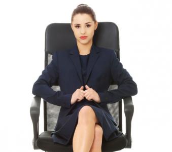 Tư thế ngồi thông thường cũng có thể tiết lộ tính cách tiềm ẩn của bản thân