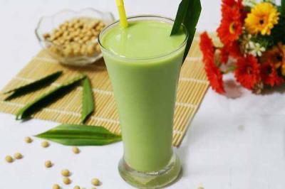 Cách nấu sữa đậu nành và lá dứa