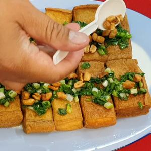 Cách làm đậu hũ chiên mỡ hành cùng với đậu phộng thơm ngon, dễ nấu